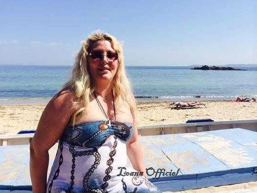 Photos : Loana : regonflée à bloc, elle savoure ses vacances à la mer !