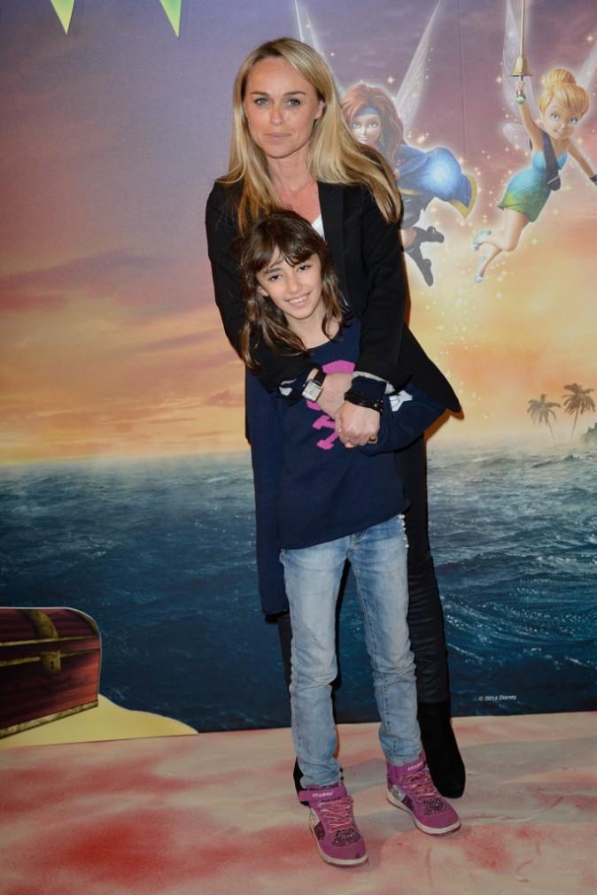 """Cécile de Menibus et sa fille Shayan lors de l'avant-première de """"Clochette et la fée pirate"""" à Paris, le 25 mars 2014."""
