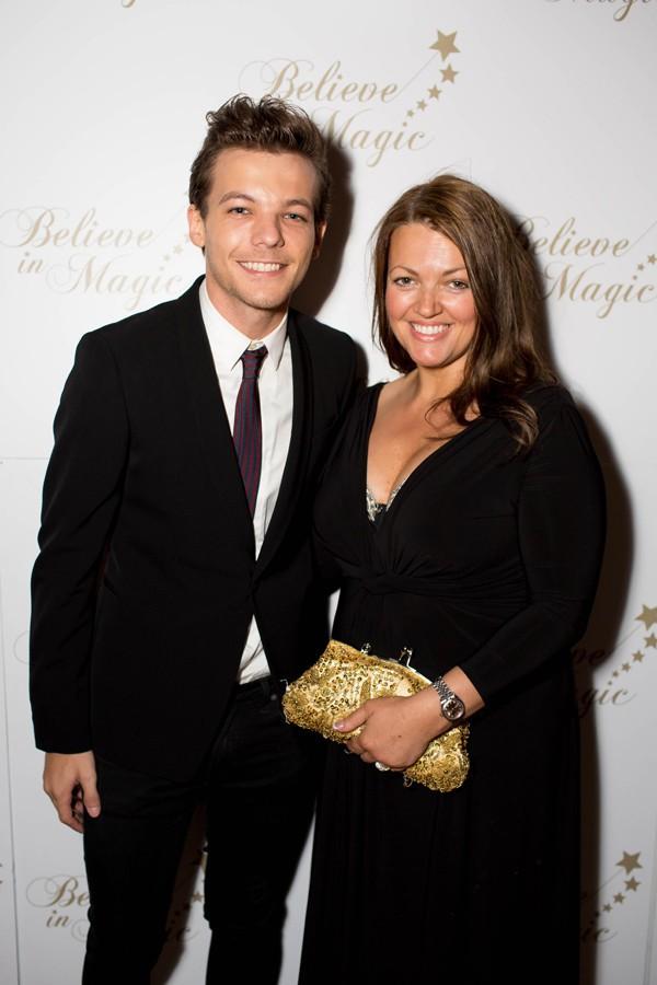 Louis Tomlinson et sa maman à Londres le 10 août 2015