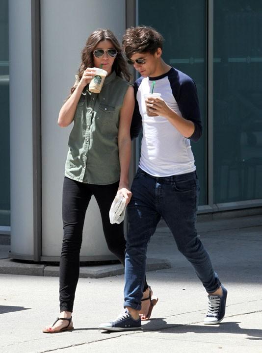 Louis Tomlinson avec sa girlfrien Eleanor dans les rues de Toronto hier !