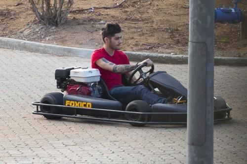 Zayn Malik, au volant de son bolide !