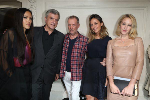 Sidney Toledano, Bill Gaytten, Julia Toledano et Ludivine Sagnier lors du défilé John Galliano à Paris, le 29 septembre 2013.