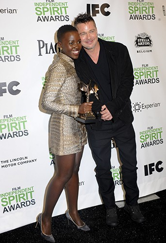 Lupita Nyong'o et Brad Pitt à Los Angeles le 1er mars 2014