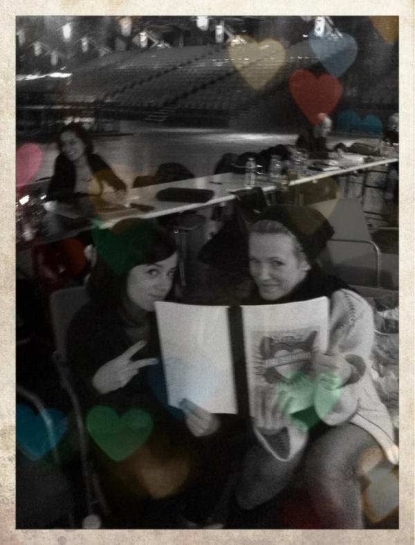 Alizée et Lorie studieuses pendant les repet' !