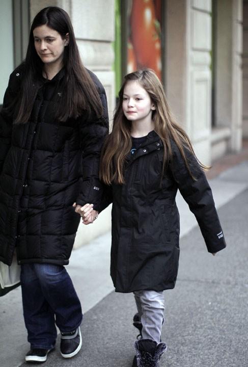 Mackenzie Foy et sa mère à Vancouver, le 23 février 2011.