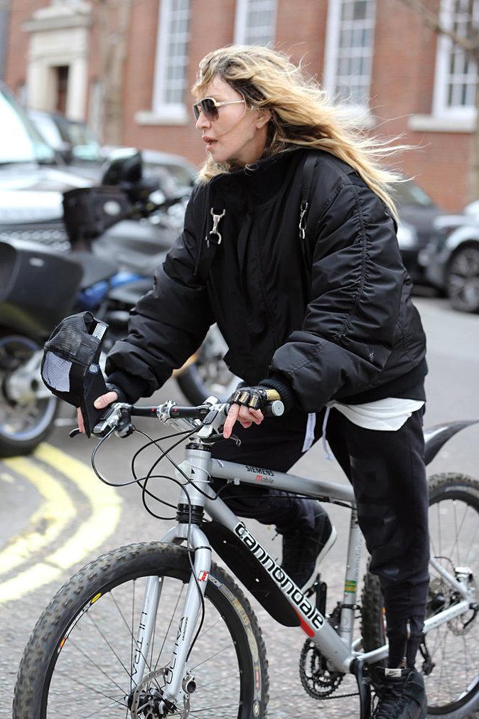 Madonna sur son vélo