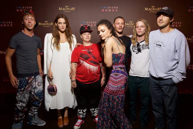 """Maître Gims à la Plage Magnum pour la soirée officielle pour le film """"American Honey"""" avec Shia Labeouf, Riley Keough, Sasha Lane et Arielle Holm..."""