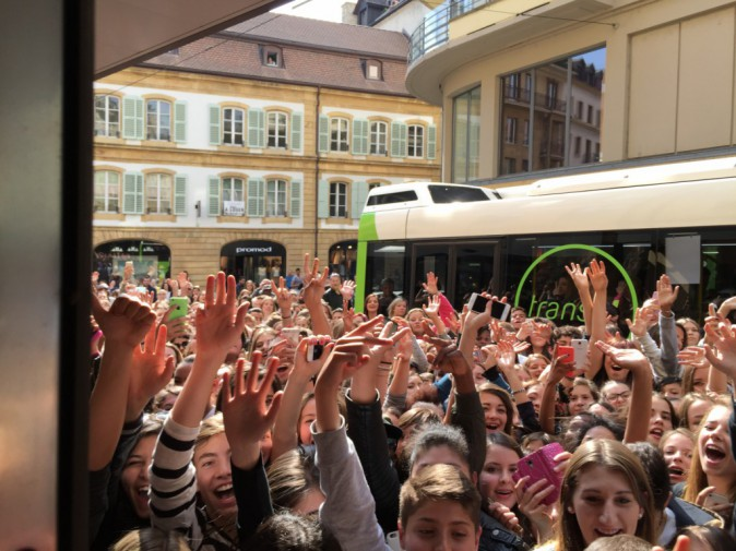 Photos : Malaises, sécurité dépassée, renfort policier... Amélie Neten provoque une émeute en Suisse !