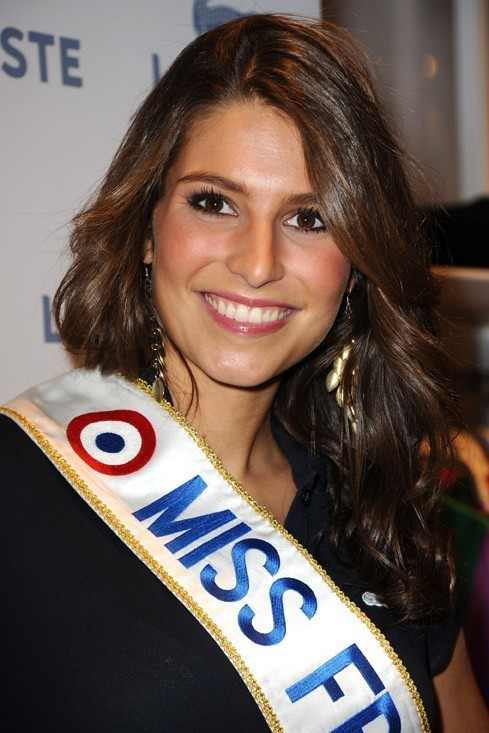 Une belle cascade de boucles brunes pour la Miss France 2011 !