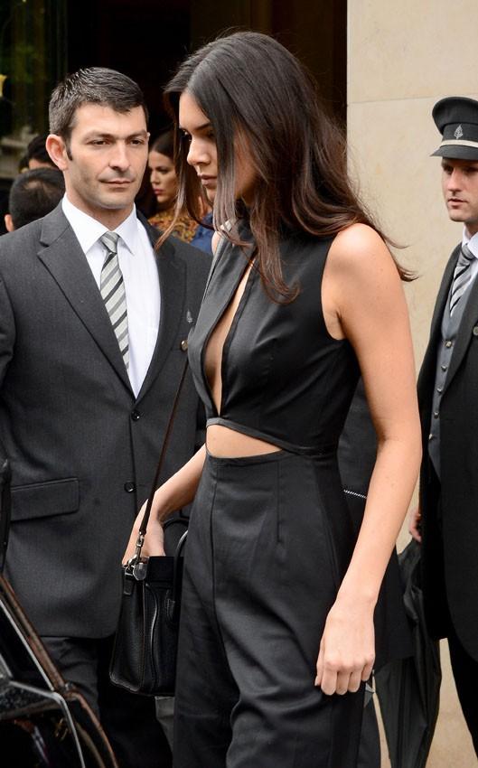 Tout le clan Kardashian-Jenner quitte Paris pour le château de Wideville le 23 mai 2014