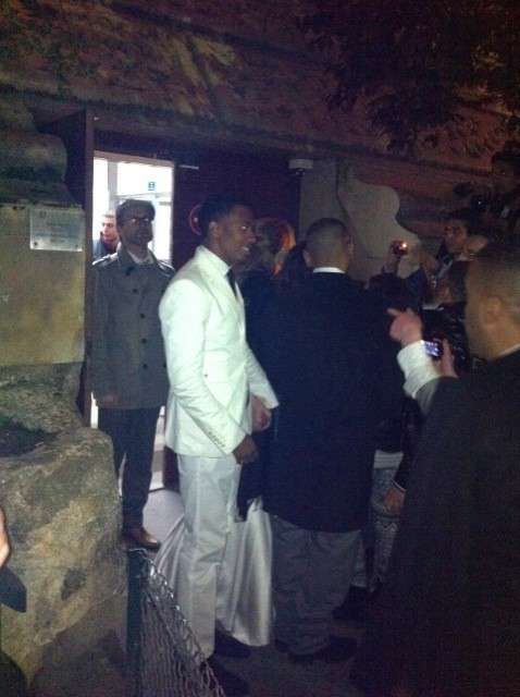 Nick Cannon et Mariah Carey sortant du restaurant Jules Verne à la Tour Eiffel à Paris, le 27 avril 2012 à Paris.