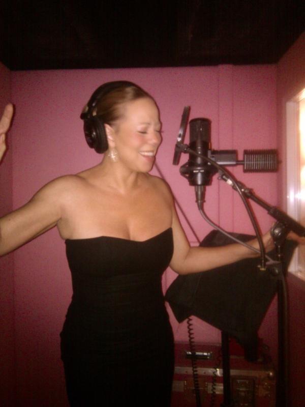 Mariah Carey en pleine séance d'enregistrement, le 21 novembre 2011.