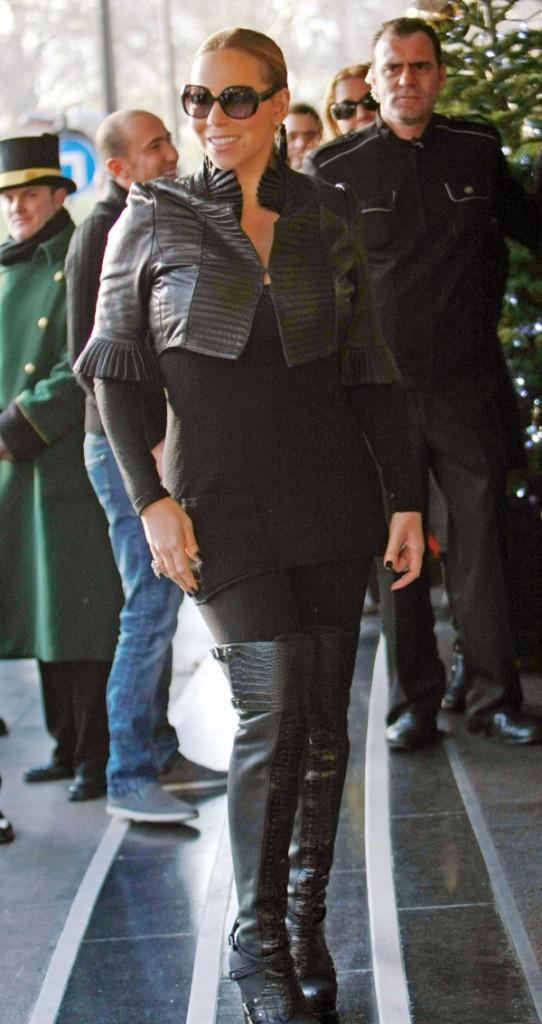 Sexy la petite veste en cuir noire !