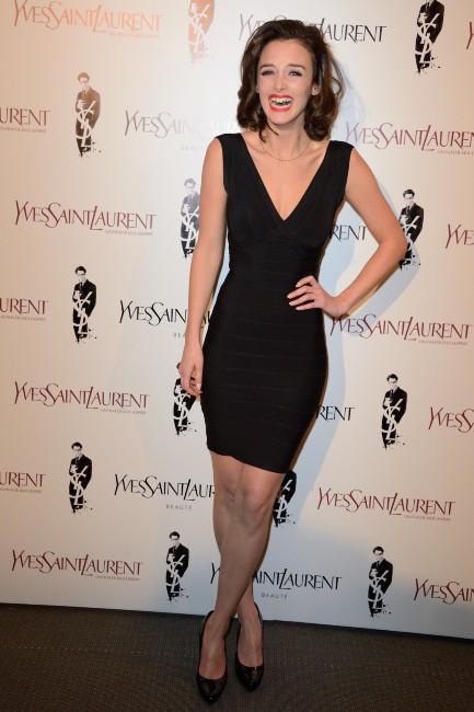 """Charlotte Le Bon lors de la première du film """"Yves Saint Laurent"""" à Paris, le 19 décembre 2013."""