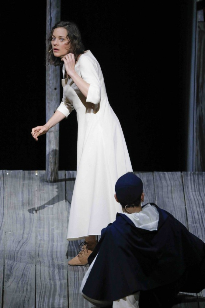 Photos marion cotillard une jeanne d arc captivante for Dans joam