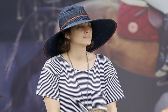 Marion Cotillard au jumping de Chantilly le 19 juillet 2015