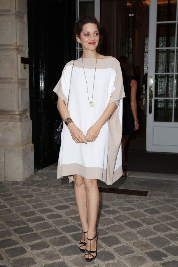 Marion Cotillard arrive au dîner Dior à Paris, le 2 juillet 2012.