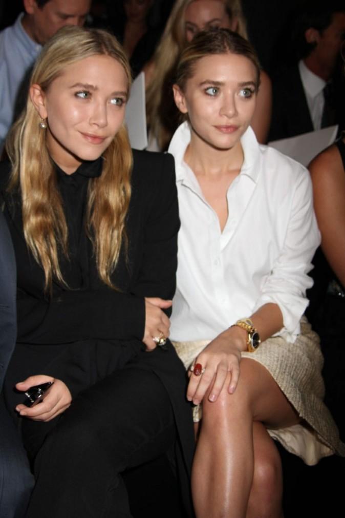 Mary-Kate et Ashley Olsen lors du défilé J. Mendel à New York, le 14 septembre 2011.