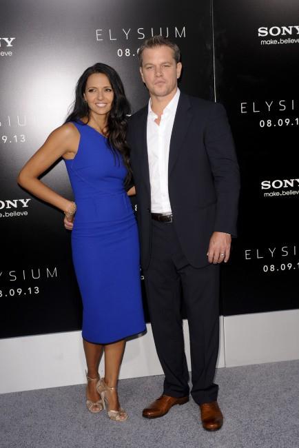 Matt Damon et sa femme Luciana lors de la première du film Elysium à Westwood, le 7 août 2013.