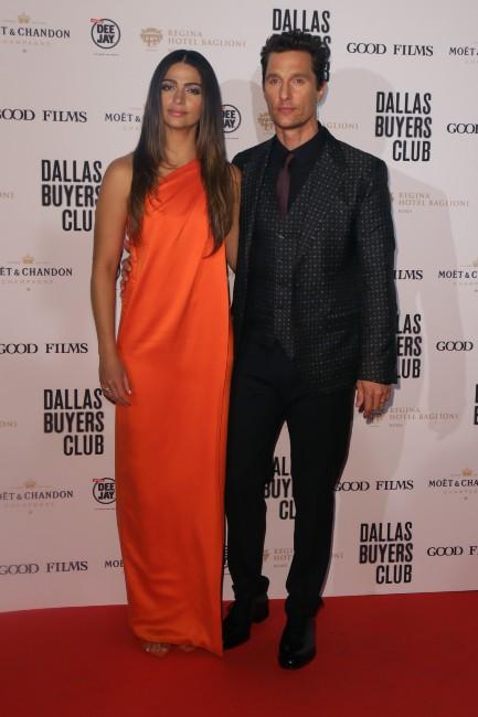 """Matthew McConaughey et Camila Alves lors de la première de """"Dallas Buyers Club"""" à Rome, le 27 janvier 2014."""