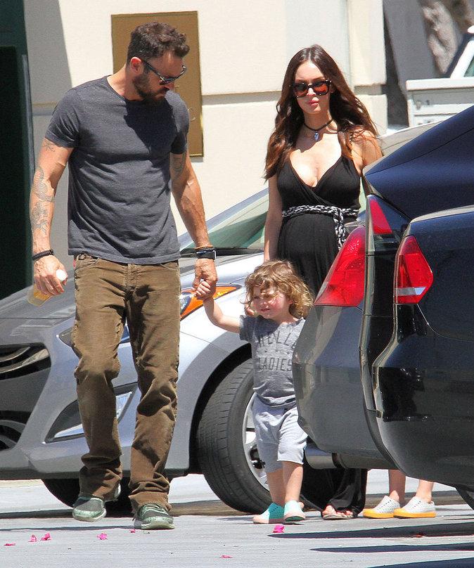 Megan Fox et Brian Austin Green et leur enfant à studio City le 17 avril 2016