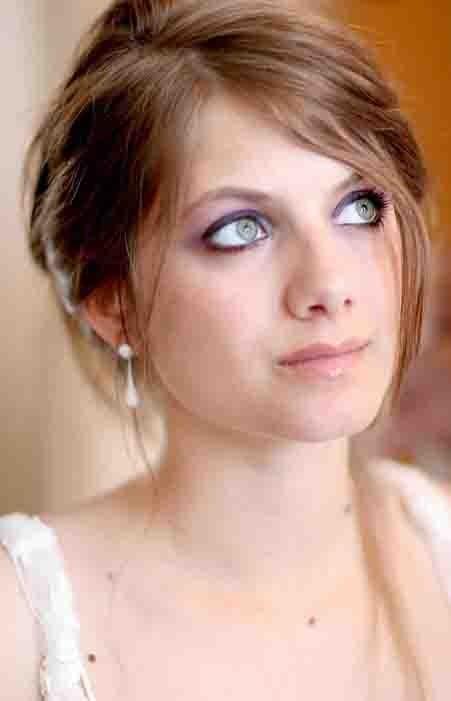 Elle a aussi dû revoir son look, ici, en 2005, trop de make-up ça ne lui allait pas !