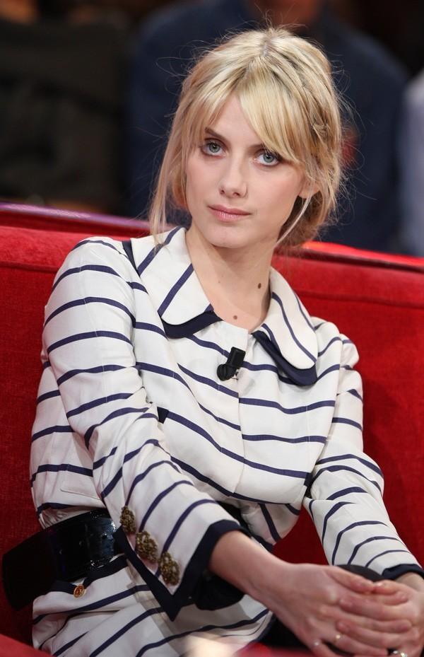 Mélanie Laurent, fin mars, invitée dans Vivement Dimanche