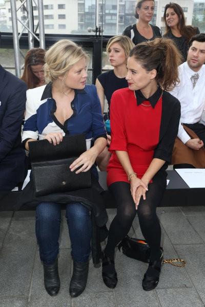 Mélanie Thierry et Mélanie Bernier lors du défilé Maxime Simoens à Paris, le 29 septembre 2013.