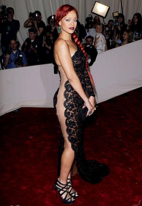 Rihanna en Stella McCartney...c'est nous, ou on voit tout ?