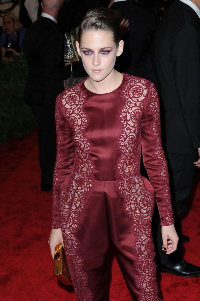 Kristen Stewart, gothique en bordeaux