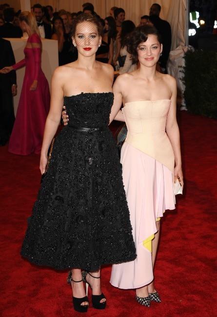 Marion Cotillard et Jennifer Lawrence le 6 mai 2013 à New York