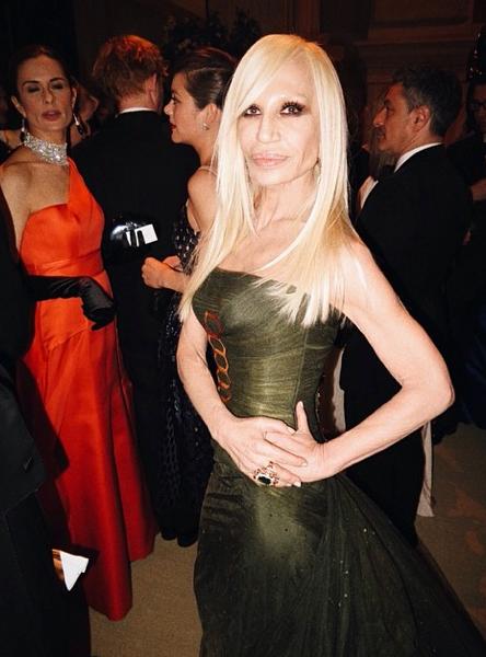 Donatella Versace en solo !