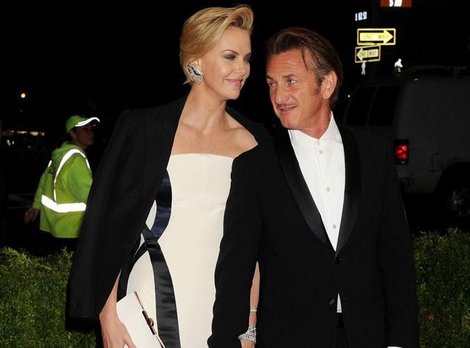 MET Ball 2014 : Charlize Theron et Sean Penn : ultra-complices pour leur tout premier rouge ensemble !