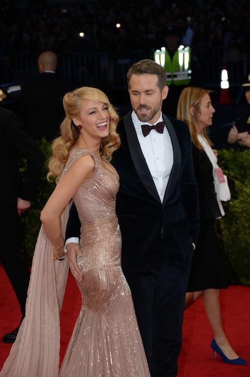 Ryan Reynolds n'a d'yeux que pour les seins de sa femme, Blake Lively !