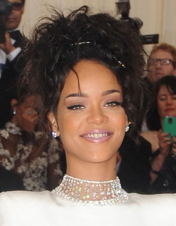Rihanna sur le tapis rouge du MET Ball, organisé à New-York, le 5 mai 2014