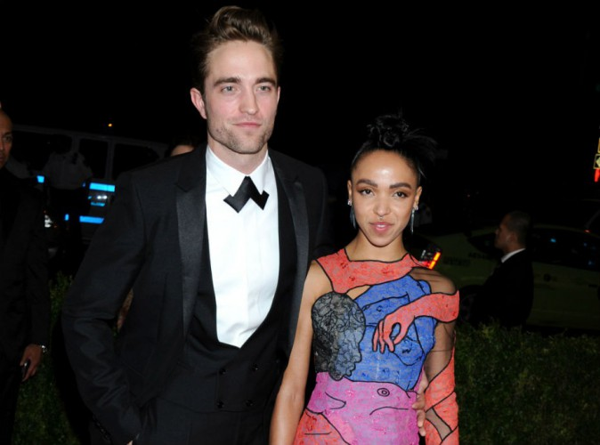 Met Gala 2015 : FKA Twigs en robe érotique pour son tout premier tapis rouge avec Robert Pattinson !