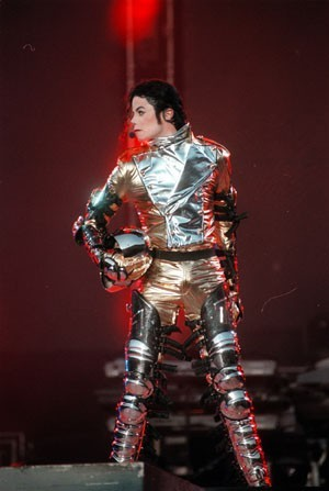 Michael Jackson lors d'un concert à Brême en Allemagne en janvier 1997.