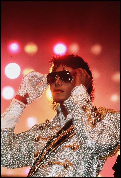 Michael Jackson sur scène lors du Victory Tour, le 1er janvier 1984.
