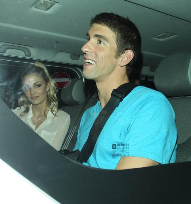 Michael Phelps à la sortie d'un club de Londres avec sa nouvelle girlfriend le 4 août 2012