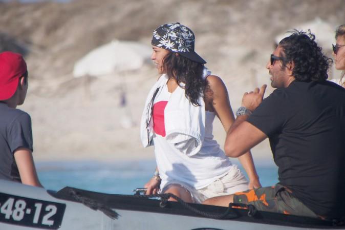 Michelle Rodriguez avec des amis en vacances à Ibiza, le 30 juillet 2014.