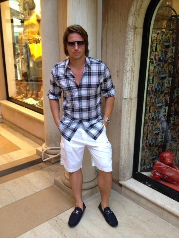 Mickaël fait les boutiques avec classe à Saint-Tropez !