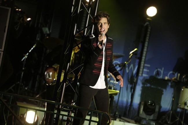 Mika en showcase pour Samsung à Paris le 15 septembre 2015