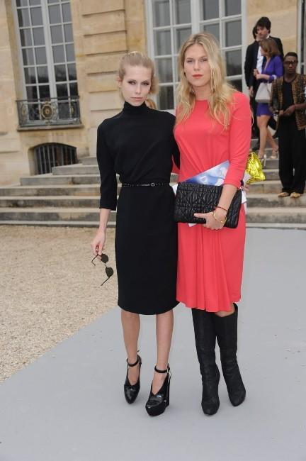 Theodora et Alexandra Richards au défilé Dior à Paris, le 2 mars 2012.