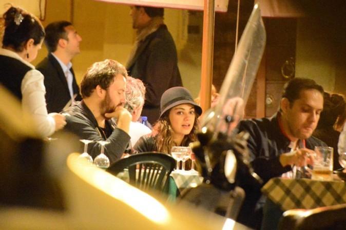 Mial Kunis à la terrasse d'un restaurant de Rome le 15 novembre 2012
