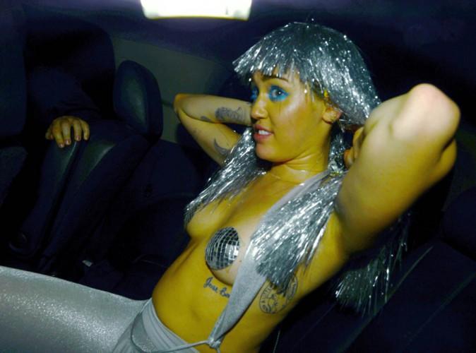 Miley Cyrus : disco queen toujours plus déjantée et topless !