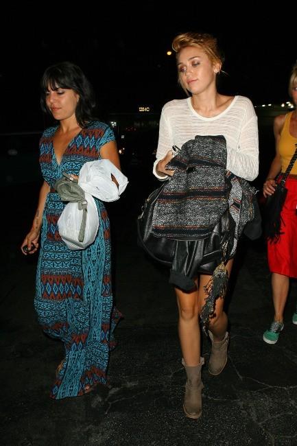 Miley Cyrus et des amies à Studio City, le 6 juin 2012.