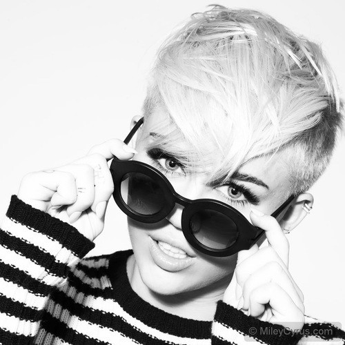 Miley Cyrus pour un nouveau shooting sexy !