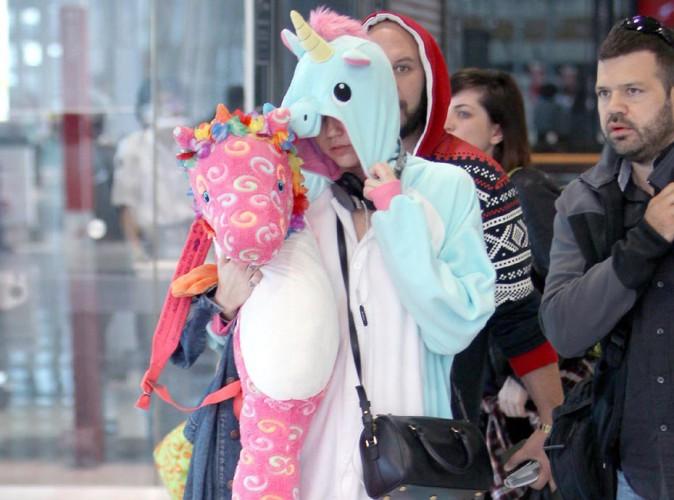 Miley Cyrus : elle débarque en licorne à l'aéroport de Sydney !