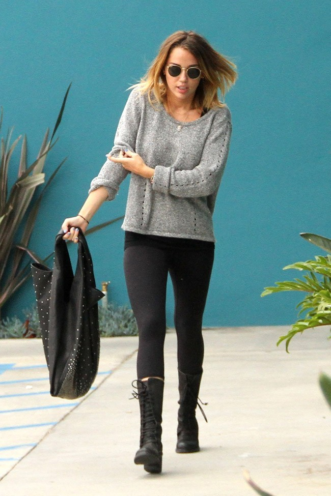 Miley Cyrus à la sortie de son cours de Pilates, le 24 avril 2012 à Los Angeles