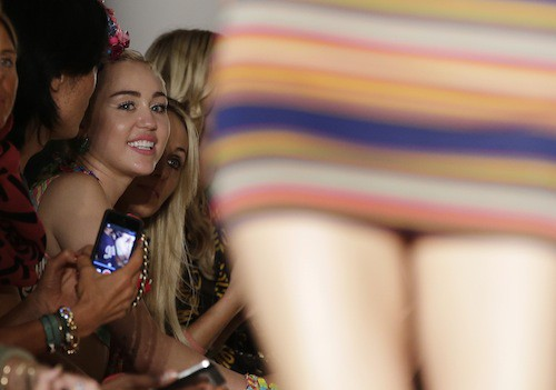 Photos : Miley Cyrus : elle se rhabille pour infiltrer la Fashion Week de New York !